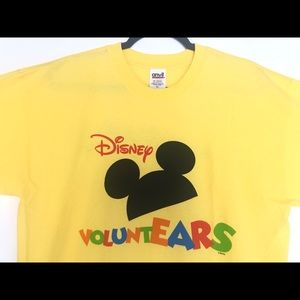DISNEY VOLUNTEARS Mickey Mouse T-Shirt Size XL.